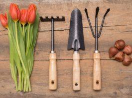 Ruční nářadí pro jarní přípravu zahrady