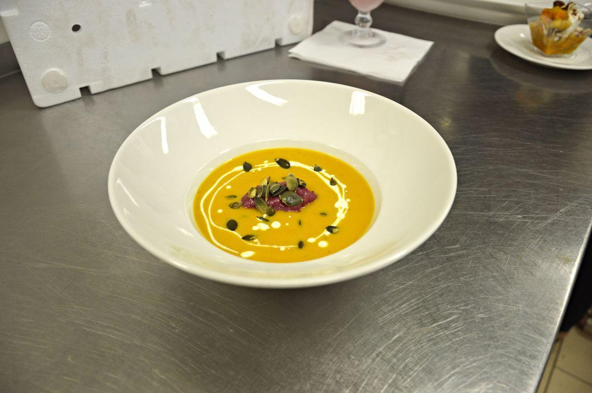 Dýňová polévka se švestkovou smetanou, zdroj: Aqualand Moravia