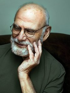 Autor: Maria Popova – http://www.brainpickings.org/index.php/2013/02/04/oliver-sacks-on-memory-and-plagiarism/, CC BY-SA 3.0, https://commons.wikimedia.org/w/index.php?curid=27737847