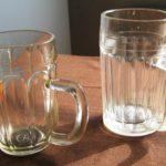 dvě generace sklenic