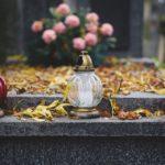 hrob, dušičky, svíčky, věnce